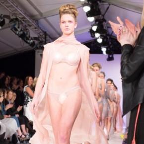 Marca neozelandesa lança linha de lingeries para pessoas com incontinênciaurinária