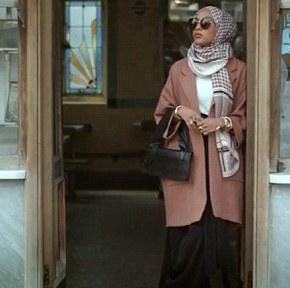 Modelo muçulmana participa pela primeira vez de uma campanha de moda da H&M usandohijab